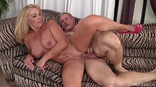 Mature loves the action and the sperm on the brush warm clit